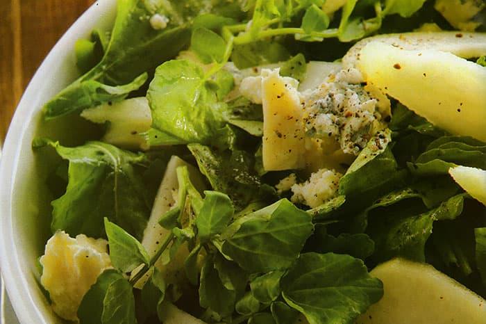 ensalada fresca de rucula peras y queso