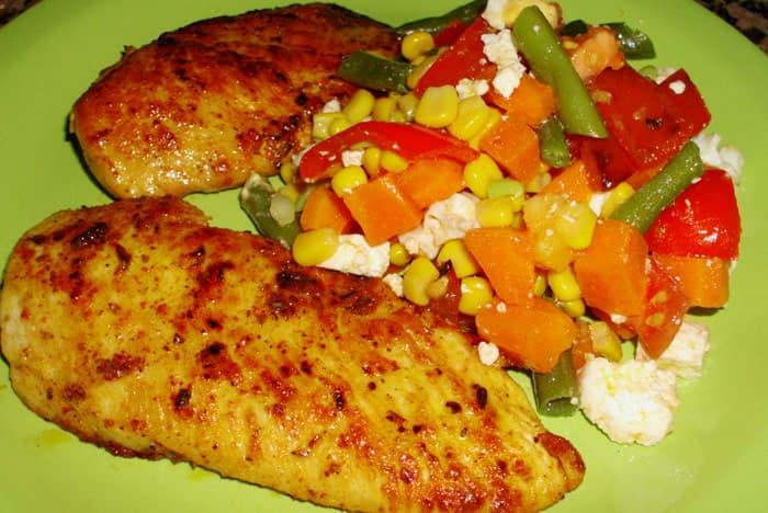 Supremas de pollo a la plancha con ensalada de alubias - Calorias alubias cocidas ...